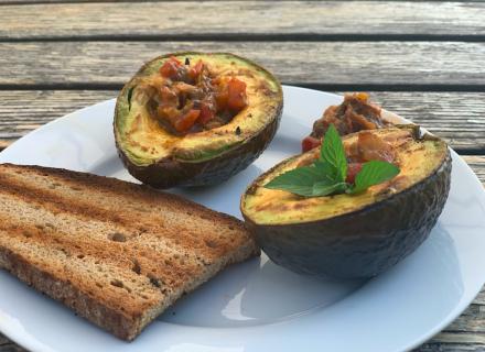 Avokado vom Grill mit hausgemachter Salsa