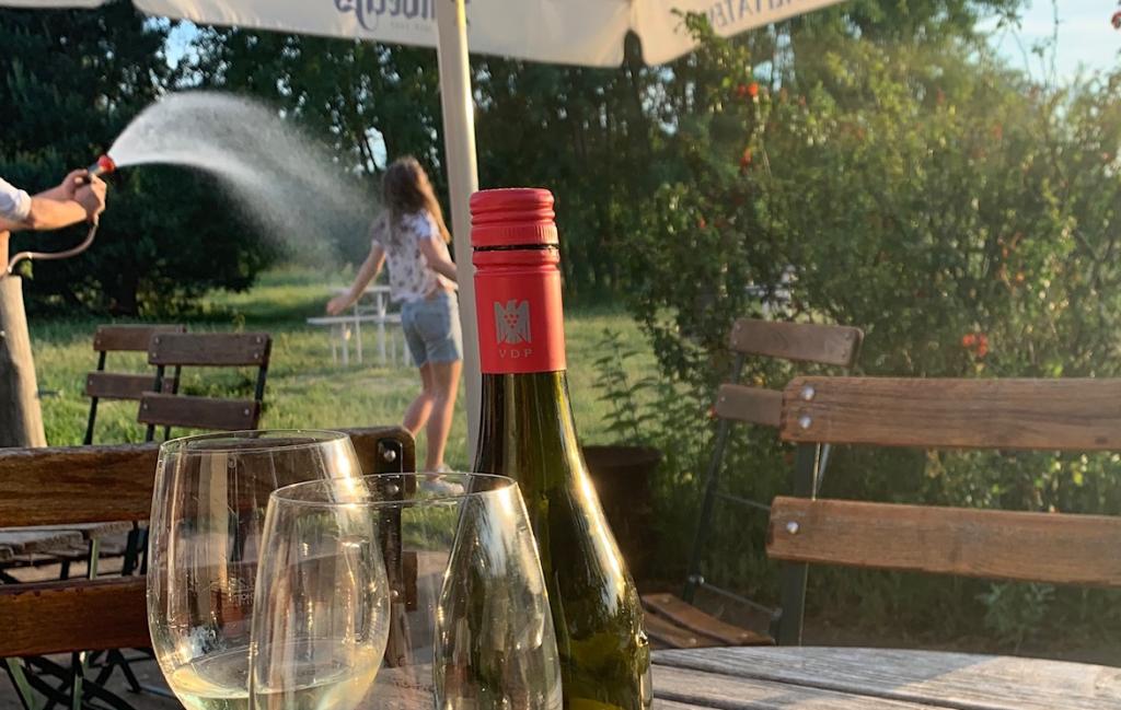 Biergarten mit Weinauswahl